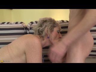 Yaşlı nenesini inleterek siken genç çocuk porno izle